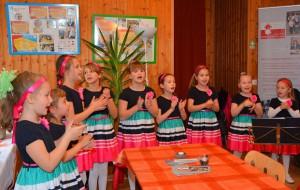 """Großen Beifall gab es für den Kinderchor """"Heimatmelodie"""" für ihre auf Deutsch und Russisch vorgetragenen Lieder © A. Kellner"""